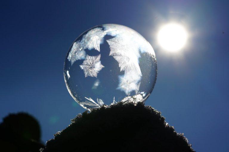 énergie yin cristallisée dans une goutte d'eau